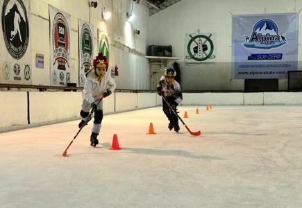 Patinaje sobre Hielo con iniciación básica al hockey